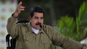 """""""Bezahlt aus Miami und Kolumbien"""": Maduro lässt Aufstand auf Militärbasis niederschlagen"""