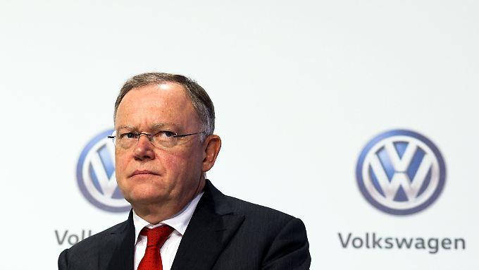 Noch sitzt Ministerpräsident Stephan Weil im Aufsichtsrat von VW. Nach der Landtagswahl im Oktober könnte sich das ändern.