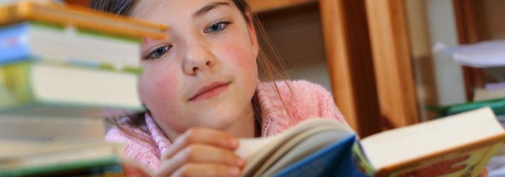 Bedrucktes Papier statt Smartphone: Bücher stehen bei Kindern hoch im Kurs