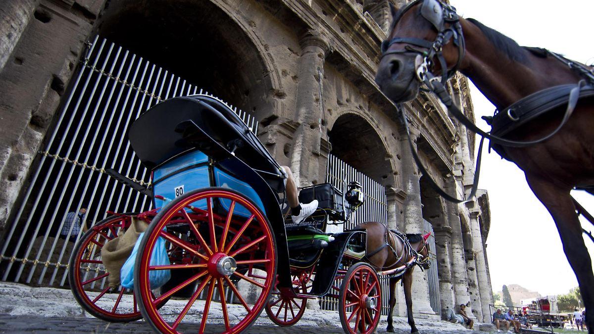 Mit Strom Durch Die Ewige Stadt Roms Pferdekutschen