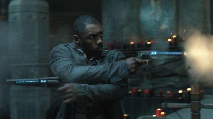"""Idris Elba als """"Revolvermann"""" - doch derzeit müssen er und seine Mitstreiter bei """"Der dunkle Turm"""" Kritiker-Salven einstecken."""