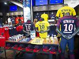 Neymar hat Paris fest im Griff - auch wenn sein Debüt noch aussteht.