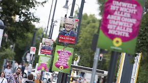 Zünglein an der Waage versus Umweltgift: Sind Wahlplakate noch zeitgemäß?