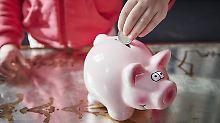 Wünsche erfüllen: Wie Eltern für ihre Kinder sparen können