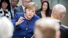 Laut Angela Merkel ist die Politik gegenüber der Autobranche zu leichtgläubig gewesen.