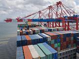 Außenhandel bremst etwas: Deutsche Wirtschaft bleibt auf Kurs