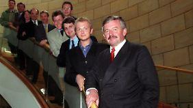 Nach der Landtagswahl 2000 zogen Lindner (vorne, hinter Jürgen Möllemann) und Papke (5. von oben) gemeinsam in den NRW-Landtag ein.
