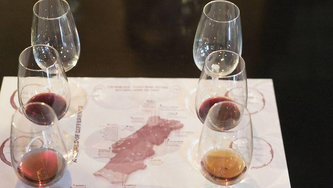 Wein schmeckt vielen scheinbar besser, wenn er mehr kostet.