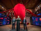 Angela Merkel eröffnet in Berlin mit Peter Tauber und Klaus Schüler das sogenannte #fedidwgugl-Haus der CDU.