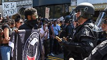 "Trump: ""Anti-Polizei-Agitatoren"": Tausende marschieren in Boston gegen Hass"