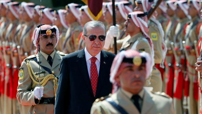 Während seine jüngsten Äußerungen zu Deutschland hier für Aufruhr sorgen, stattet Erdogan Jordanien einen Staatsbesuch ab.