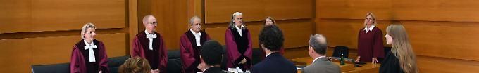 Die Richter bei der Verkündung des Urteils.