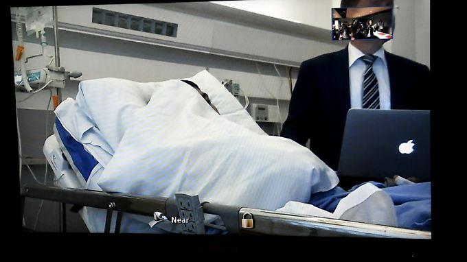 Der geständige Messerangreifer war vom Krankenhaus per Videoschalte zum Verhör zurgeschaltet.