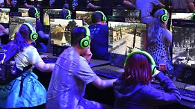 E-Sports und Retro-Klassiker: Gamescom sorgt für lange Warteschlangen
