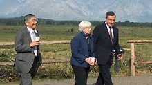 Der Chef der Bank of Japan, Haruhiko Kuroda (von l.), Fed-Chefin Janet Yellen EZB-Präsident Mario Draghi.