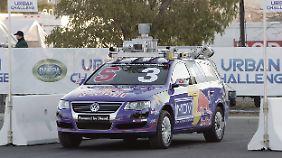Technik auf einem VW Passat im Jahr 2004, die der von Google im Jahr 2014 verwendeten sehr ähnlich sieht.