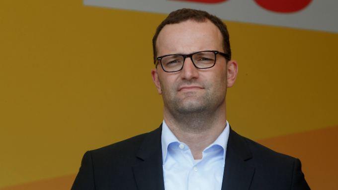 Nach heftiger Kritik an seinem Investment in die Start-up-Branche rudert Jens Spahn zurück.
