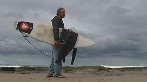 """""""Spürte seine Zähne"""": Welle rettet Surfer bei Haiangriff das Leben"""
