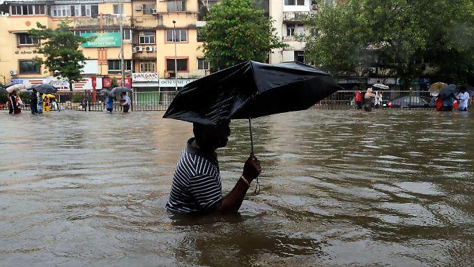 Das öffentliche Leben in Mumbai ist durch den Monsun zum Erliegen gekommen.