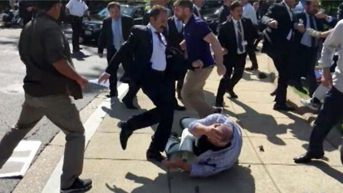 Kurdische Demonstranten werden in Washington attakiert - mutmaßlich von Erdogans Leibwächtern