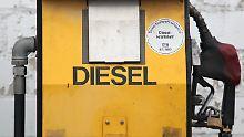 Milliarden für saubere Luft: SPD macht vor Diesel-Gipfel Druck auf Merkel