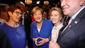 Eine Raute geht immer: Angela Merkel (2.v.l.) im Kreise der Parteikollegen.