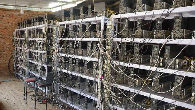 Eine Bitcoin-Mine in China. Der Wert der Kryptowährung sackte nach Bekanntwerden des ICO-Verbots ab.