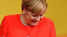 Wahlkampfauftritt in Heidelberg: Merkel mit Tomaten beworfen