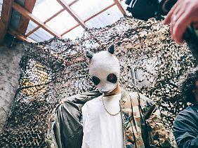 Neues Album, neue Maske. So sah die alte aus.