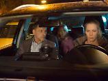 Die überforderte Mutter (Susanne Wuest) des Terrorkindes auf der Rückbank gehört zum großen Kreis der Verdächtigen.