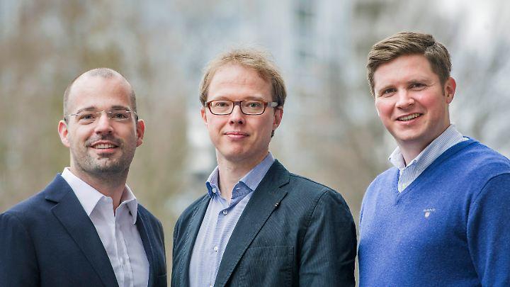 """Jan Mallien (M) mit den Co-Autoren Nicolaus Heinen (l.) und Florian Toncar. Mallien ist geldpolitscher Korrespondent des """"Handelsblatts"""" in Frankfurt."""