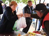 Auftritt im eigenen Wahlkreis: Am Bodden kann Merkel durchatmen