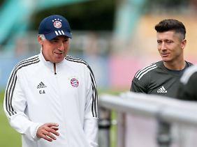 Sieht doch ganz harmonisch aus: Carlo Ancelotti und Robert Lewandowski.