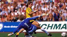 Olympiastadion, 9. August 1986: Frank Mill schießt fast ein Tor.