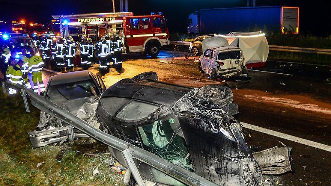 Unfall mit 14 Fahrzeugen auf A2: Plötzlicher Starkregen verursacht Massencrash