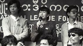 Für Freiheit und Menschenrechte: Aung San Suu Kyi spricht 1989 vor ihren Anhängern. Kurz danach wird sie in den Hausarrest verbannt.