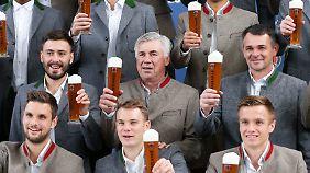 Manche müssen beruflich gelegentlich ein Bier trinken.