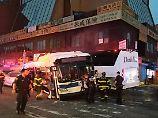 New Yorker Feuerwehr im Einsatz: Drei Menschen sterben nach Busunfall