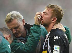 Gladbachs Kramer wurde erneut im Gesicht verletzt.