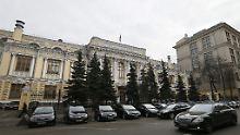 Die russische Zentralbank versucht die Wirtschaft mit niedrigen Zinsen zu stützen.