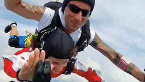 n-tv Ratgeber: Tandemsprung - Huckepack im freien Fall