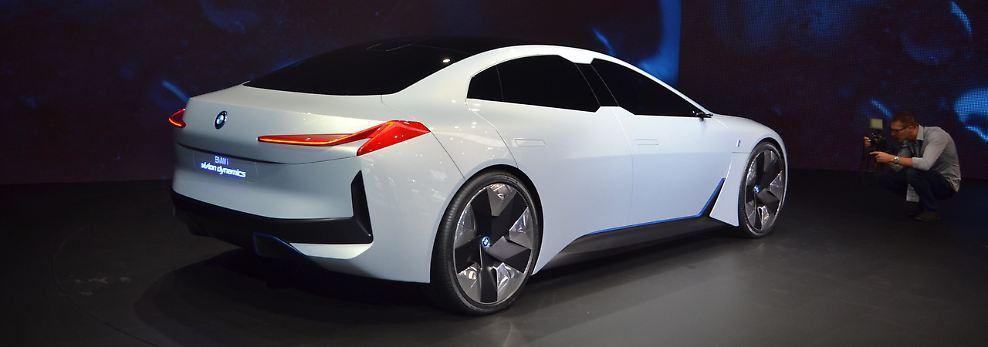 Das dynamisch-elegante Coupé soll eine Reichweite von 600 Kilometer bieten, in 4,0 Sekunden auf 100 km/h sprinten und über 200 km/h schnell werden.