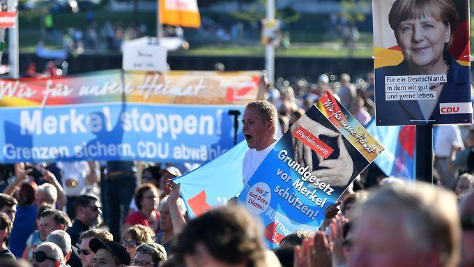 Heftige Proteste begleiten Merkels Wahlkampf - nicht nur im Osten, aber auch.