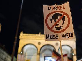 Merkel als Negativfolie: Organisierter Protest in München.