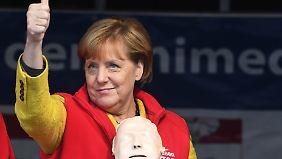 Parteien im Wahlkampfendspurt: Merkel kämpft gegen Buhrufe, Schulz ruft zum Urnengang auf