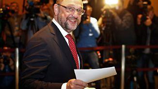 Politiker geben ihre Stimme ab: Martin Schulz wählt in Würselen