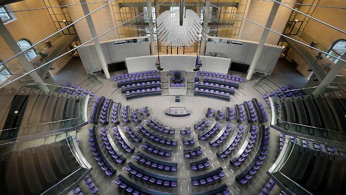 Ursprünglich sind im Bundestag 598 Sitze für die Abgeordneten eingeplant.