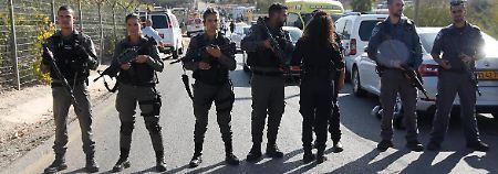 Attentat vor Siedlung: Palästinenser erschießt drei Israelis