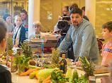 Meeresrauschen mit Mälzer und Co: Kochschulen machen Kreuzfahrt kulinarisch
