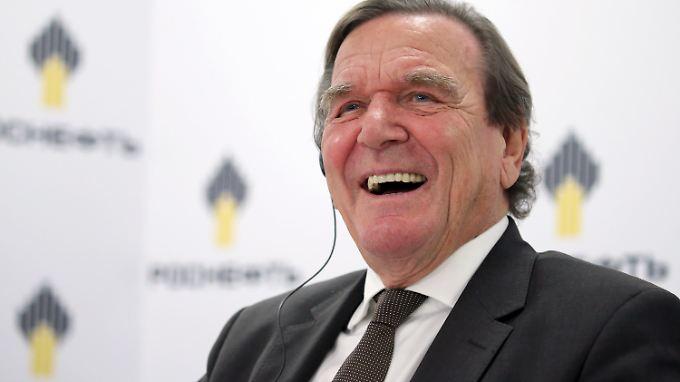 Angeblich soll Schröder bei Rosneft rund 300.000 Euro Jahresgehalt bekommen.